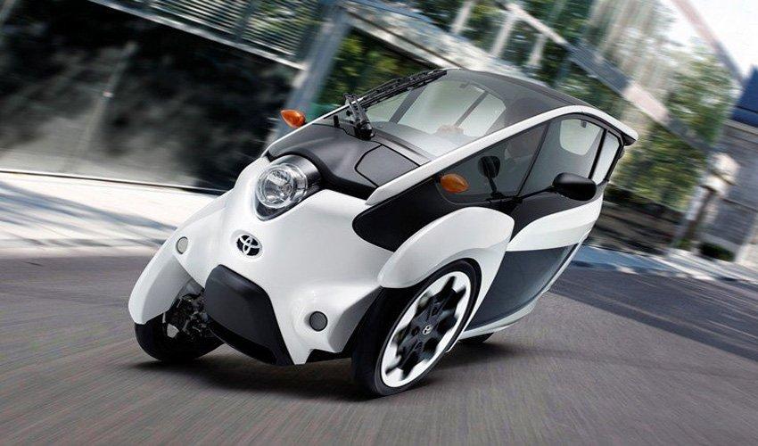 Электромобиль i-Road появились на улицах Токио