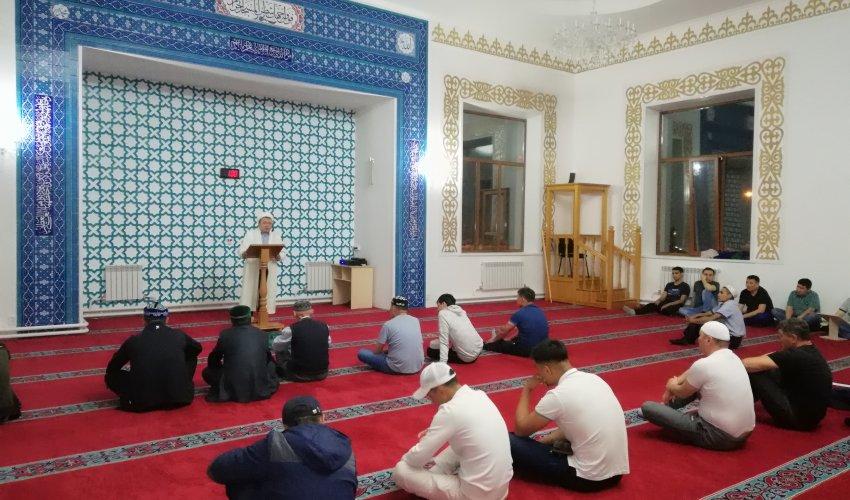 Қалалық «Омар әл-Фаруқ» мешіті Қадыр түнінде