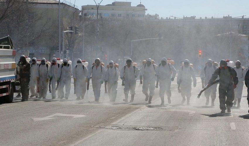 В Нур-Султане идет масштабная дезинфекция улиц