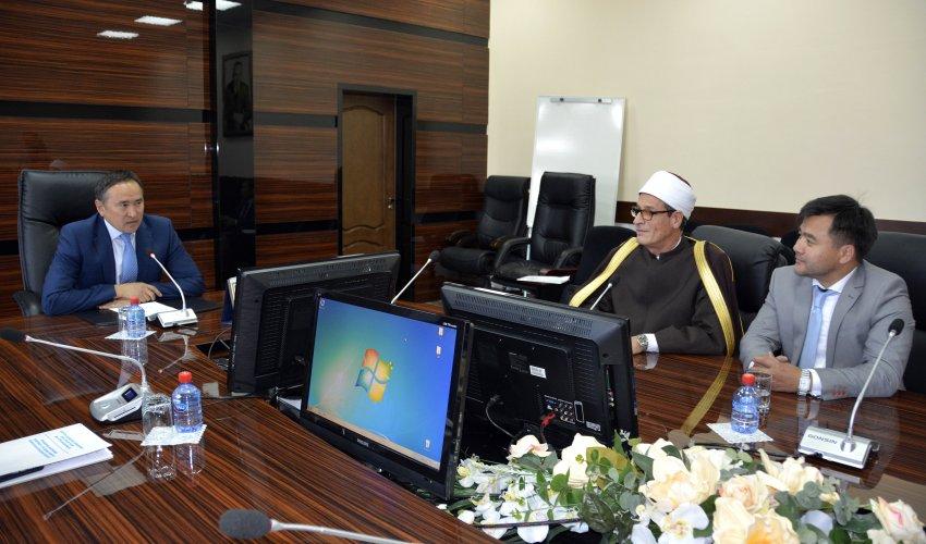 ОҚО әкімі «Нұр-Мүбарак» Египет Ислам мәдениеті университетінің ректорымен кездесті