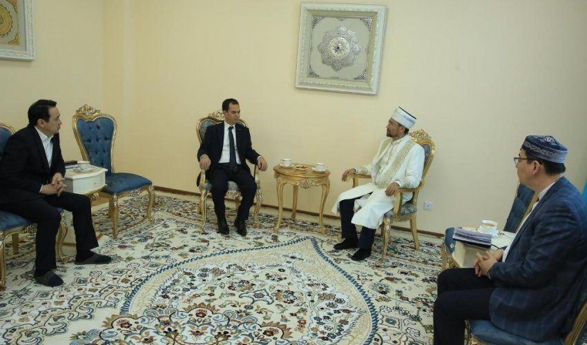 Верховный муфтий побеседовал с послом Палестины (ФОТО)