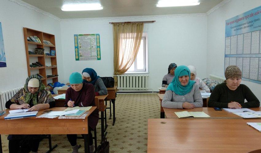 Қалалық «Ақмешіт» мешітіндегі әйелдер діни сауат ашу курсы