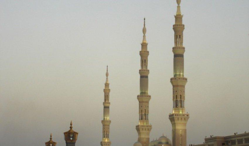 Мечеть Пророка накрыла снежная буря