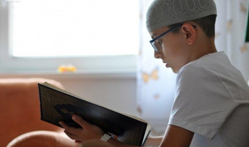 """10 жастағы бала Боснияның """"ең жас хафизі"""" атанды"""