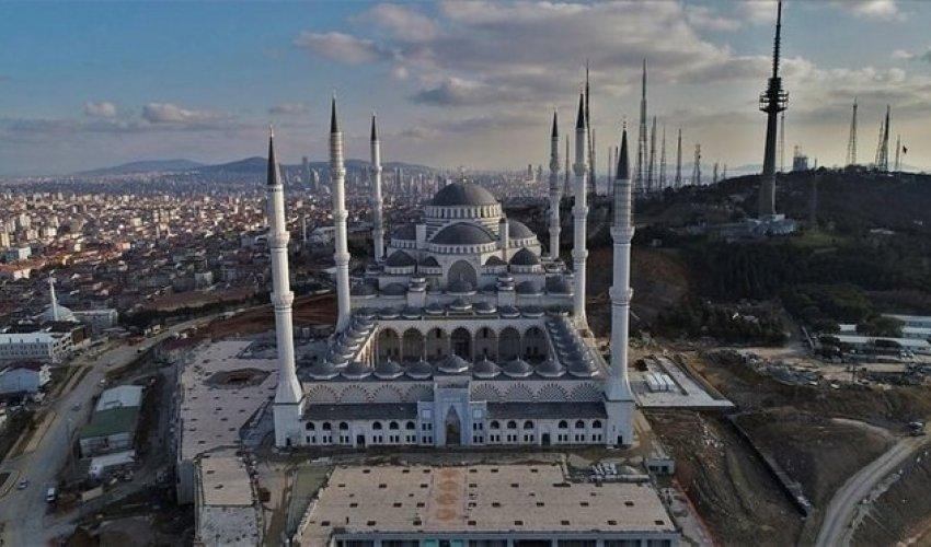 В Стамбуле открылась самая большая мечеть в мире